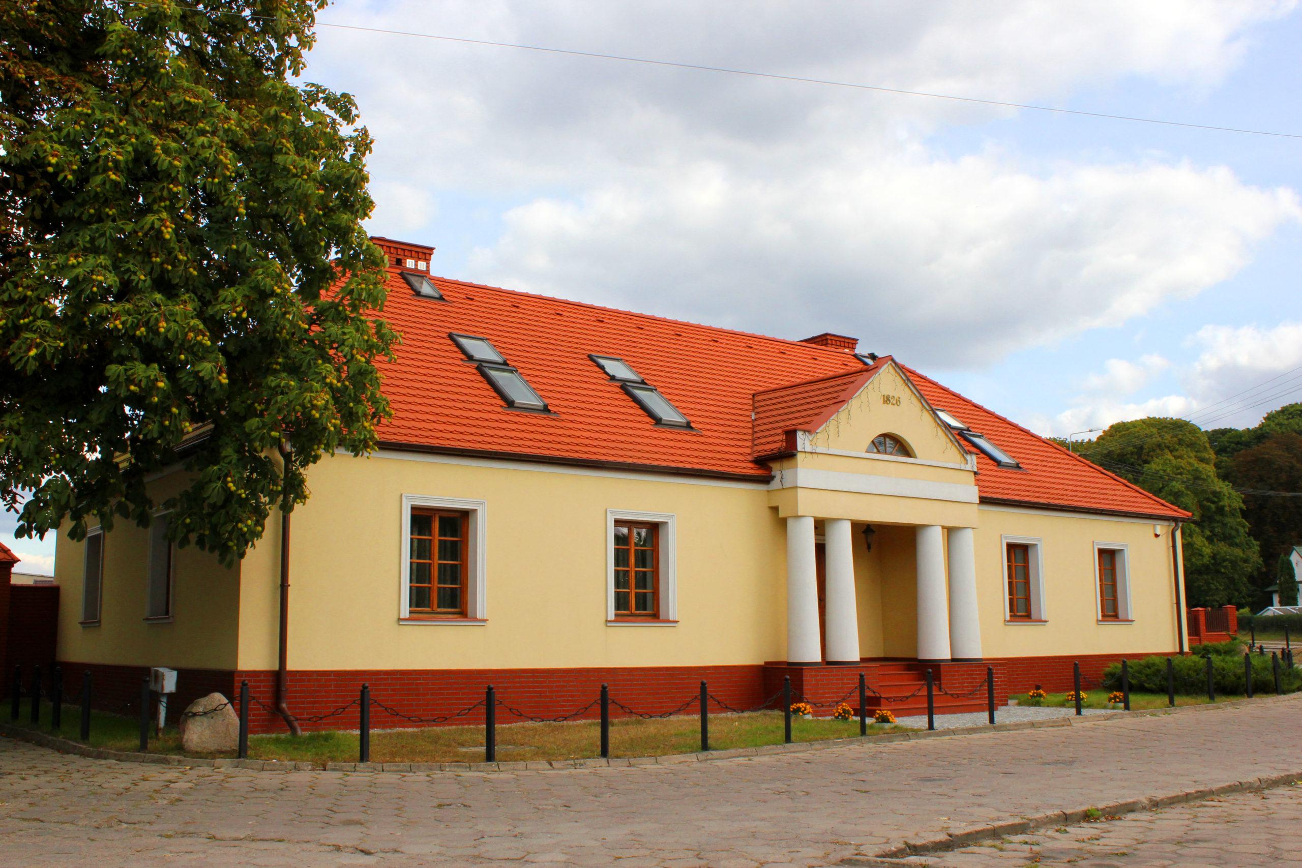 Zajazd_Pod_Kasztanami_w_Skępem1_N._Chylińska _ ul. Klasztorna 38 pocz. XIX; oficyna; stajnia; dom